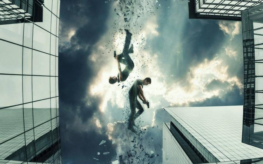Tris (Shailene Woodley) and Four (Theo James) fight off evil together in the film. (Photo Coutesy of hdwallpaper.in)