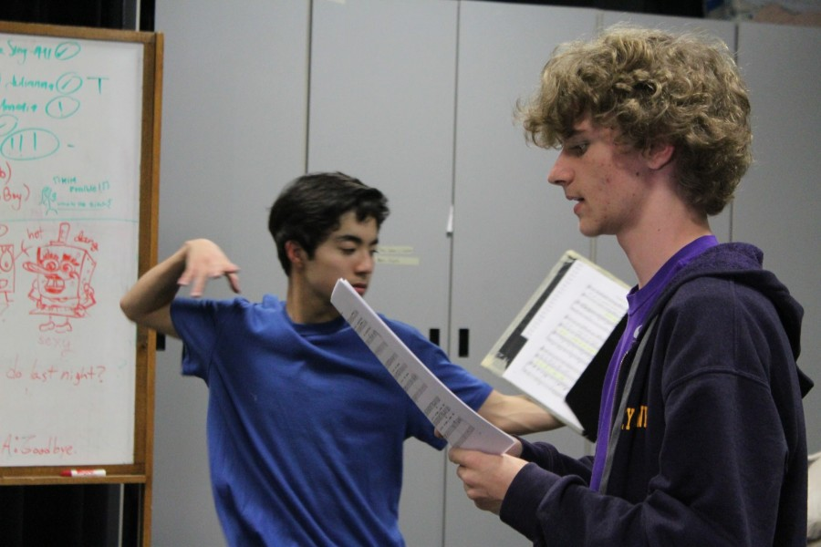 Juniors+Nicholas+Azurin+and+Riley+Mawhorter+rehearse+their+roles+for+the+fall+play%2C+%E2%80%9CThe+Skin+of+Our+Teeth.%E2%80%9D%0A