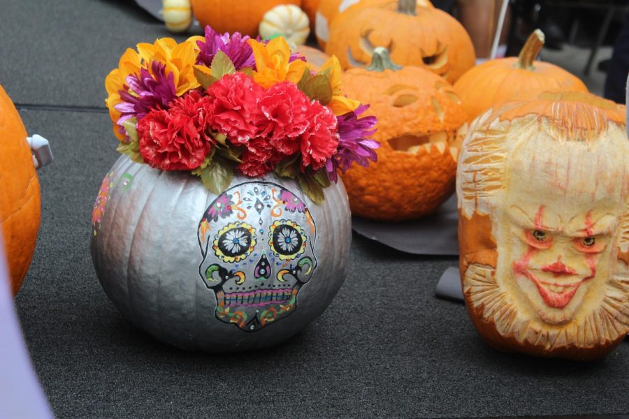 Students+in+their+fourth+period+classes+carved+pumpkins+as+part+of+a+school-wide+competition.