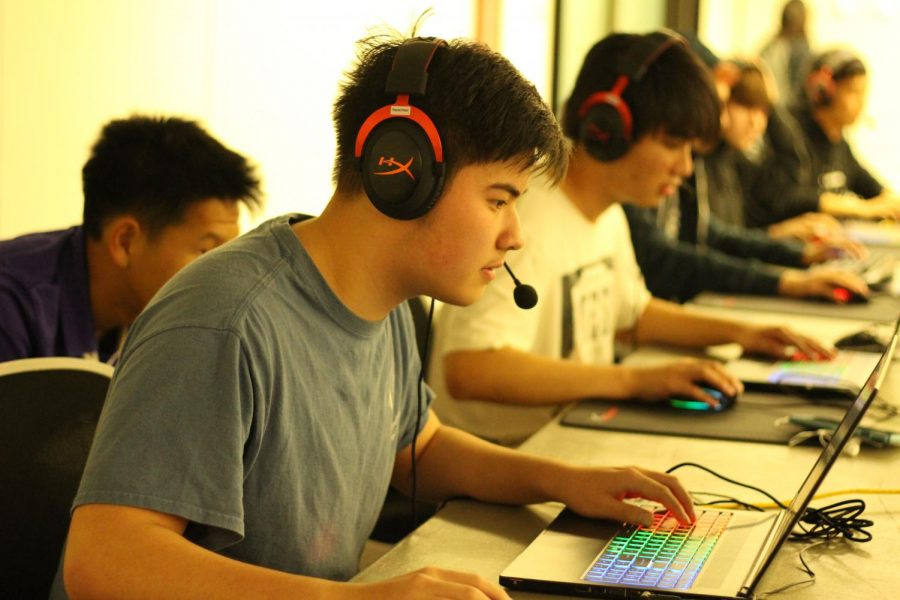 Students+gather+after+school+to+take+part+in+an+Esports+competition.+