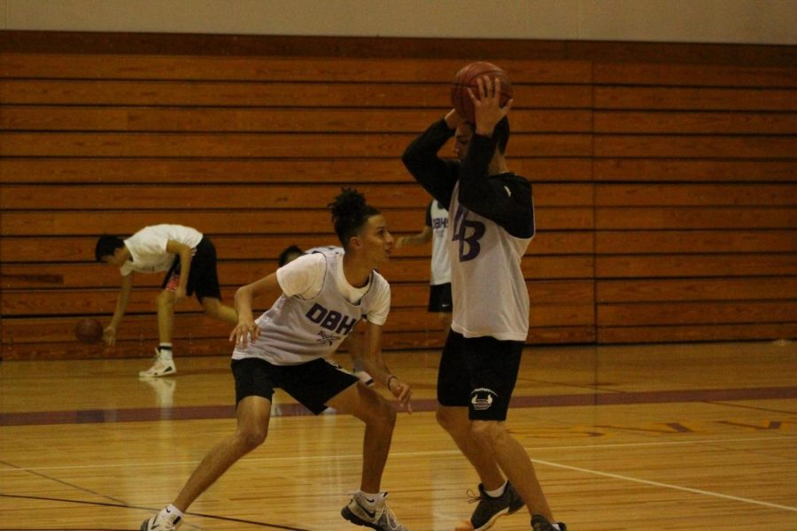 Juniors Bryan Reyes and Gavin Clements practice through 1-on-1 drills.