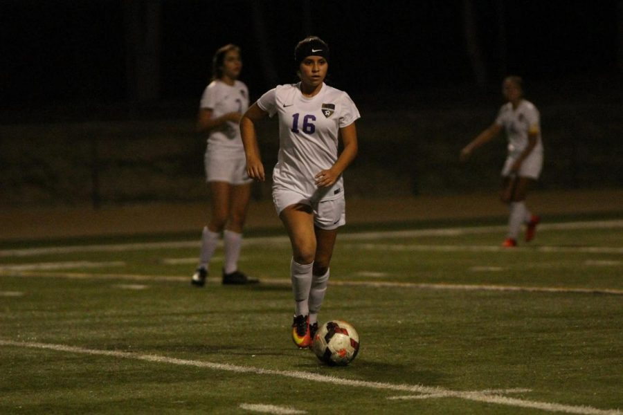Junior+midfielder+Brianna+Valdez+surveys+the+field+for+an+open+teammate.