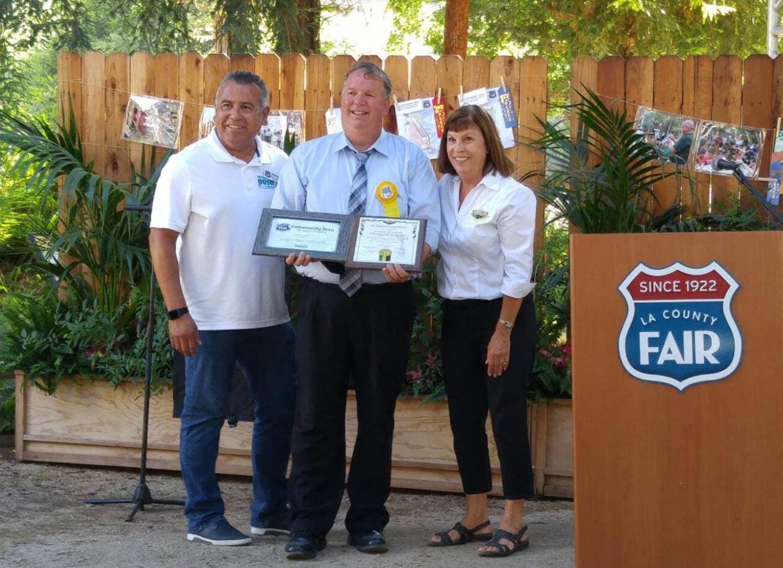Acciani+accepts+award