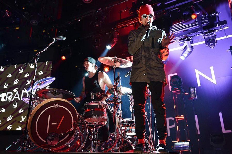 Singer+Tyler+Joseph+and+drummer+Josh+Dun+performing+at+Phoenix%2C+Arizona+for+their+%22Blurryface%22+tour+in+2015.