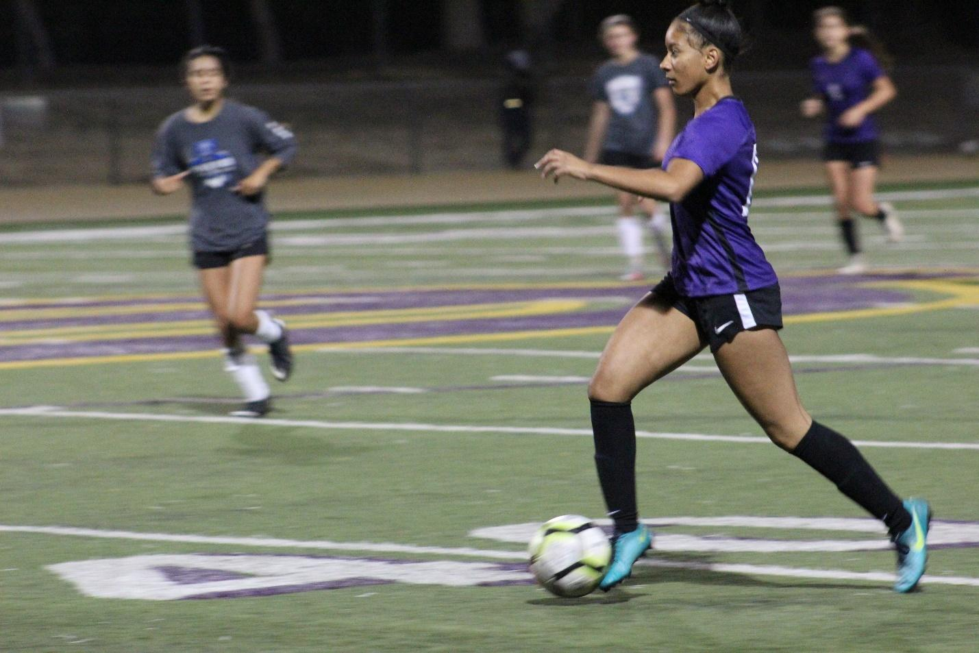 Senior Jordyn Beaulieu looks to make a pass during a DBHS scrimmage against Diamond Ranch.
