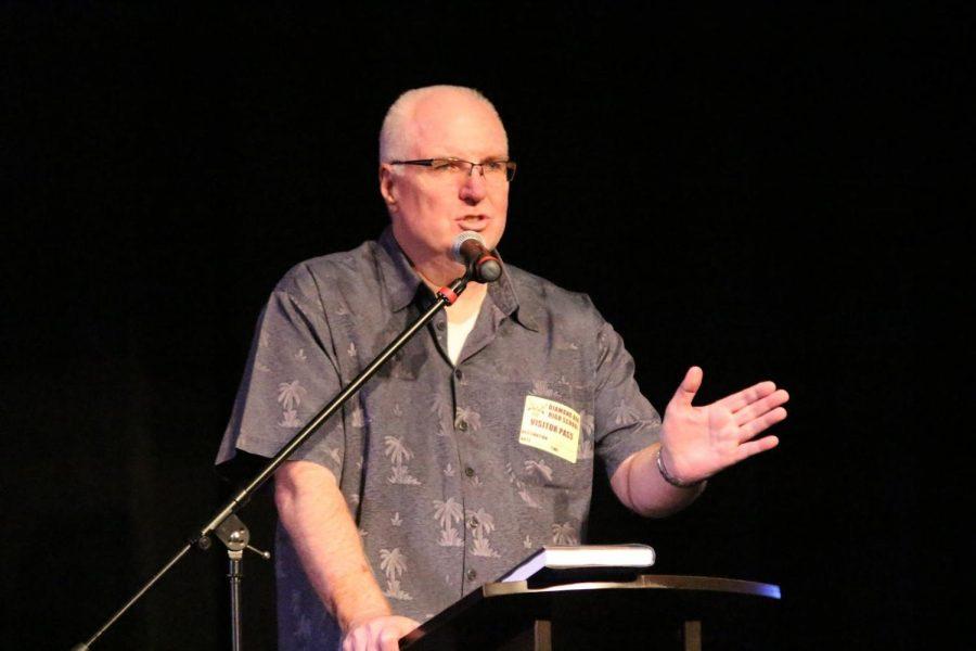 Former detective David Putnam spoke to students last Friday.