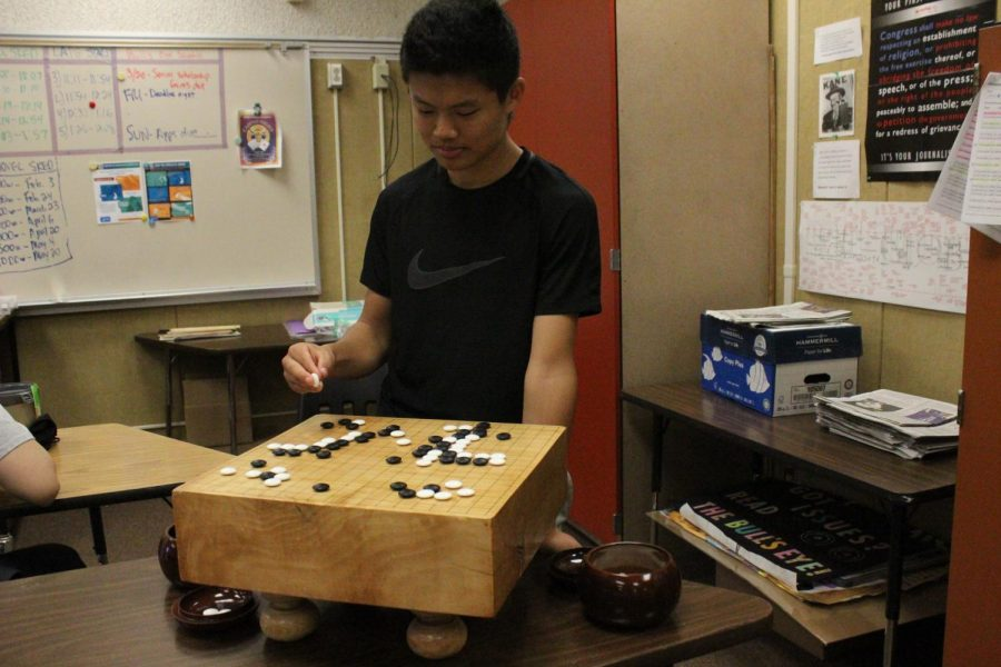 Sophomore finds comfort in the Chinese board game Go
