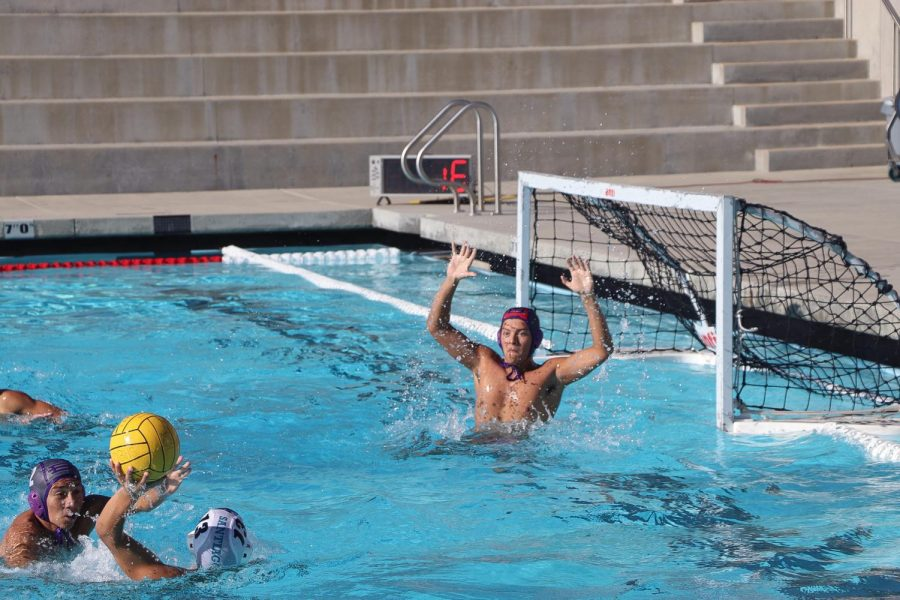Boys waterpolo defends position in League
